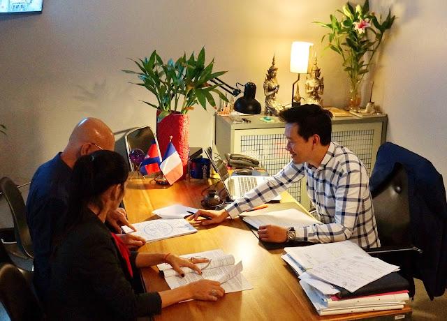 San Kosal avec des collègues : ''…Il y a un bon esprit au CMK, c'est important…''
