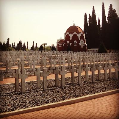 Αποτέλεσμα εικόνας για νεκροταφείο με πολλούς σταυρούς