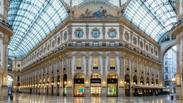 Là quê hương của những nhãn hàng thời trang danh giá nhất thế giới như Gucci, Diesel, Fendi, Dolce & Gabbana, Milan từ lâu đã được xem là kinh đô thời trang của thế giới, là nơi nhất định phải tới một lần của bất kì người phụ nữ nào.