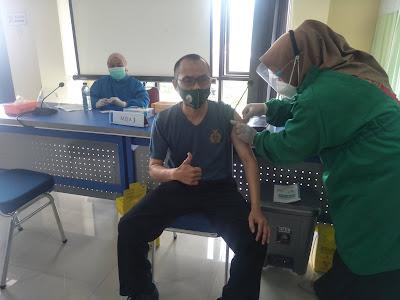 Kepala KUA Karangreja Pasca Disuntik Vaksin Tidak Ada Gejala