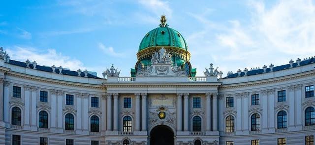 قصر هوفبورغ الإمبراطوري