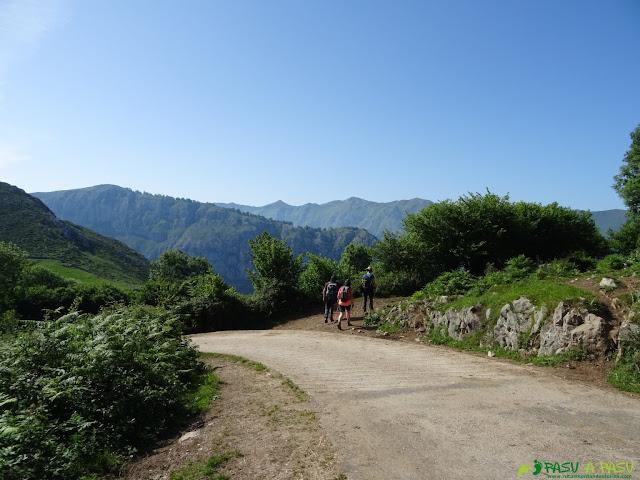 Desvío hacia la bajada de Trespandiu a Puente la Vidre