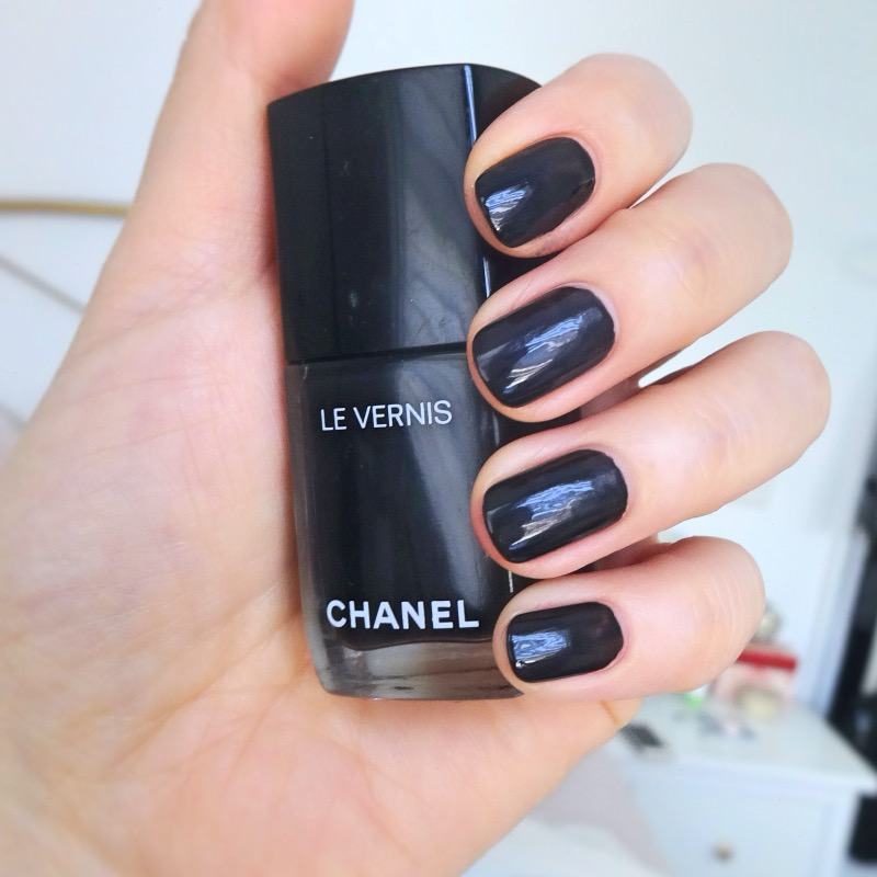 Chanel Gris Obscure swatch