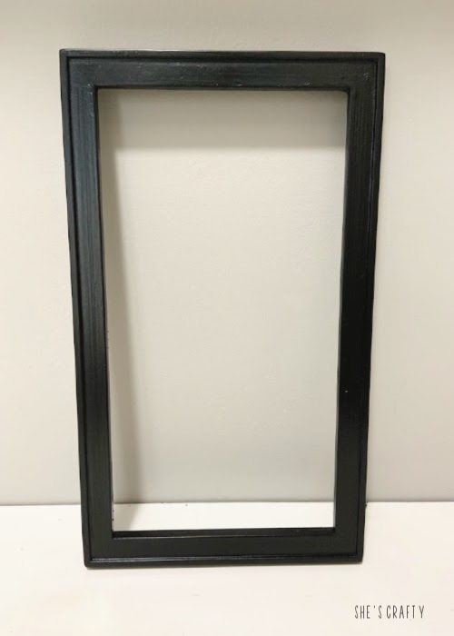 How to reused an old photo frame - spray paint frame black