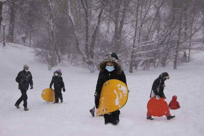 Gran nevada azota a Nueva York y suspende la vacunación contra el coronavirus