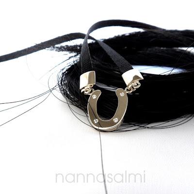 pferdehaar halskette mit hufeisen und diamanten