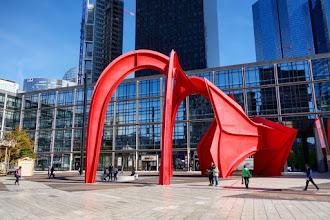 Art : Grand Stabile Rouge ou l'Araignée Rouge, une oeuvre d'Alexander Calder - Esplanade de la Défense