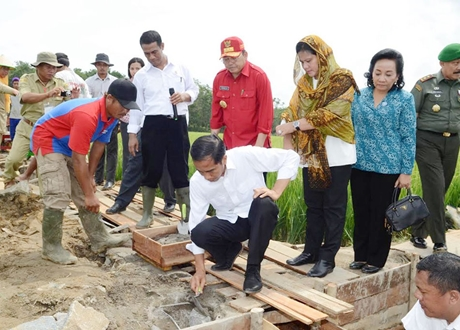 Survei: Mayoritas Masyarakat Puas Terhadap Pemerintahan Jokowi, Walau Masalah Ekonomi Mengganjal