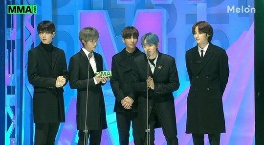TXT ve ITZY 'Melon Müzik Ödülleri 2019'da yılın çaylağı ödülünü aldı