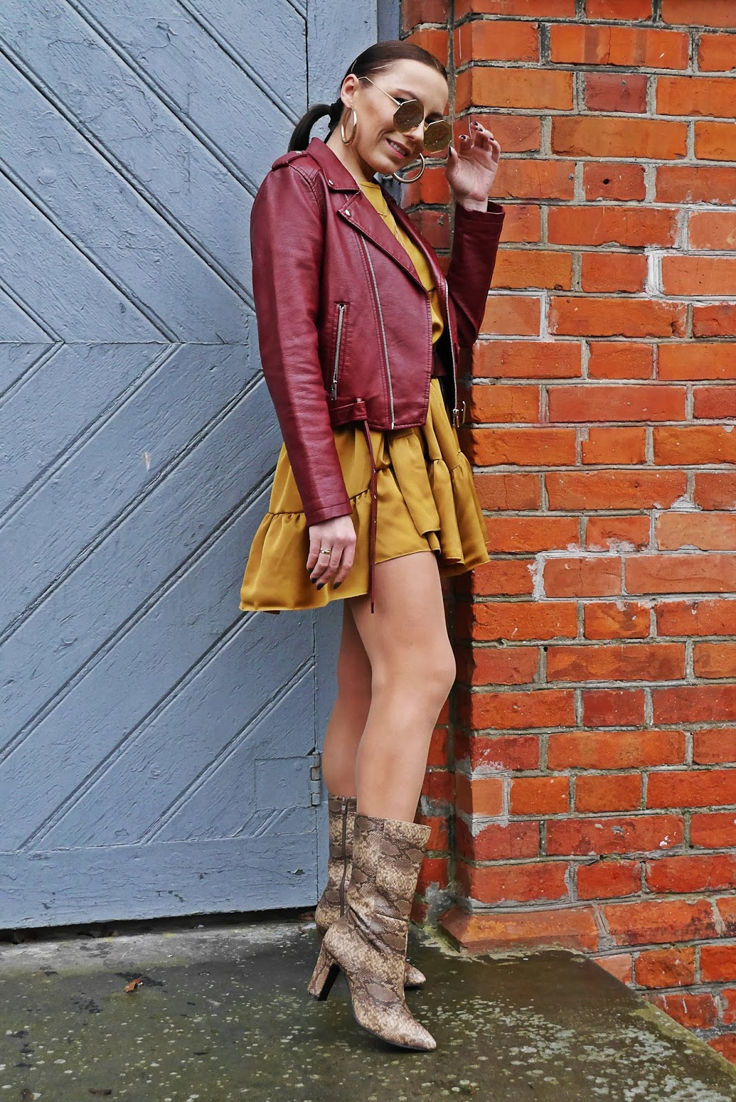 Sukienka famme Luxe musztardowa bordowa ramoneska botki wężowy wzór bonprix karyn blog modowy blogerka modowa karyn