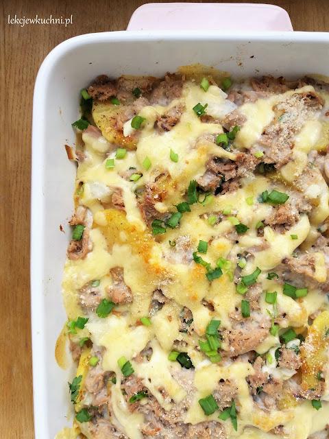 Szybka zapiekanka ziemniaczana z serem, tuńczykiem i beszamelem