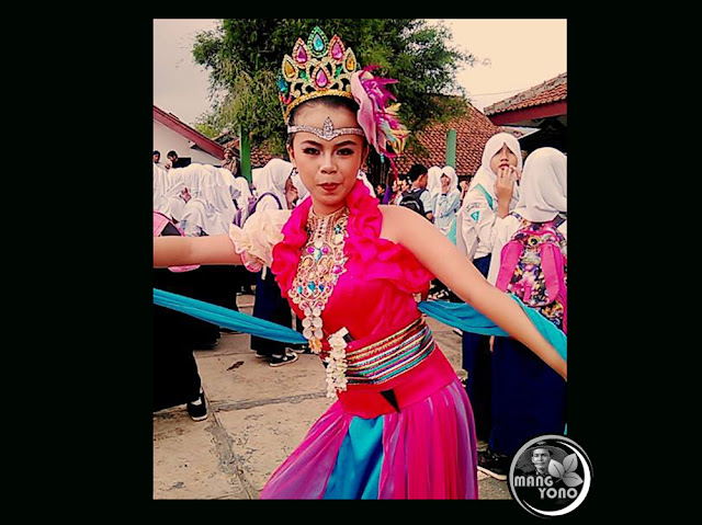 Penari jaipongan Dewi Mustika akan menghibur warga Nagreg, Bandung