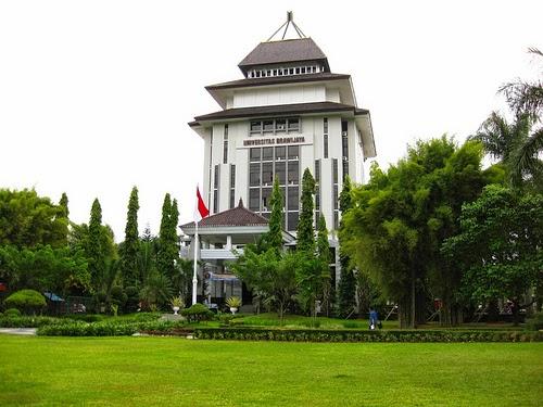 10 Universitas Terbaik di Indonesia UB