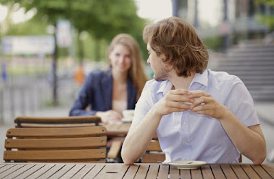 Alasan Kenapa Pria Mengejar dan Wanita Menunggu