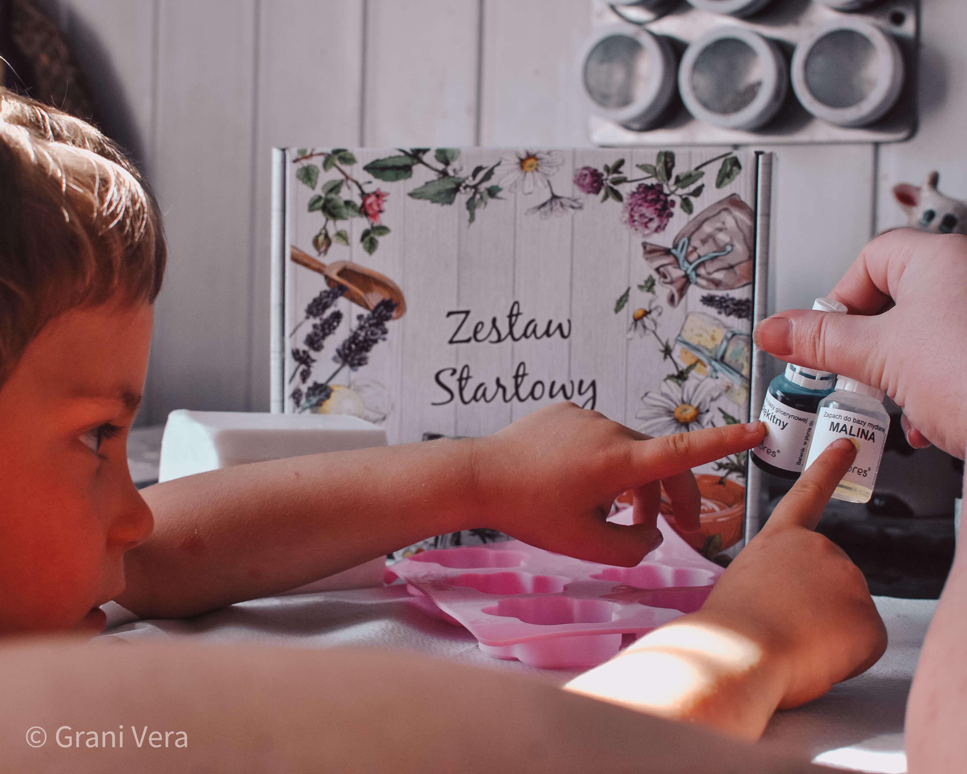 DIY Kreatywne zabawy z dzieckiem - robimy mydełka glicerynowe z Ecofloers