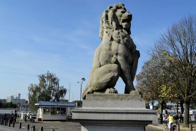 Brussels to Antwerp in one day: Lion on the River Scheldt