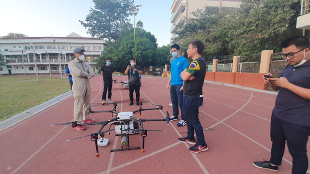 Pasig City Mayor Vico Sotto checking drones