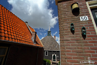 In Volendam (Netherland), by Guillermo Aldaya / PhotoConversa