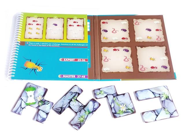 na zdjęciu plansza do gry a pod nią ruchome magnetyczne elementy do układania na planszy