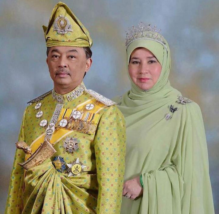 Biodata DYMM Seri Paduka Raja Permaisuri Agong 16 - Tunku Hajah Azizah Aminah Maimunah Iskandariah