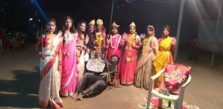 जय मां भवानी मित्र मंडल के 9 साल पूर्ण होने पर नौ देवियों के रूप में महिषासुर का वध करते हुए दर्शाया