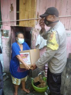 Peduli Dampak Covid 19, Bhabinkamtibmas Polres Pelabuhan Makassar Salurkan Sembako Ramadhan