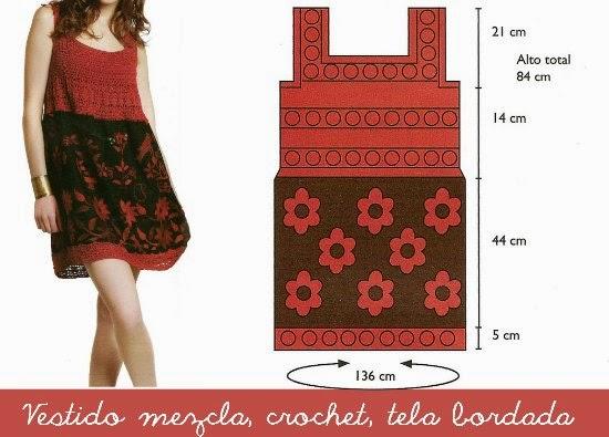 Vestido de crochet confeccionado con mezclas