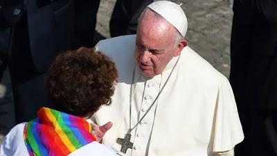 """Papa Francisco respalda unión civil entre personas del mismo sexo: """"tienen derecho a una familia"""""""