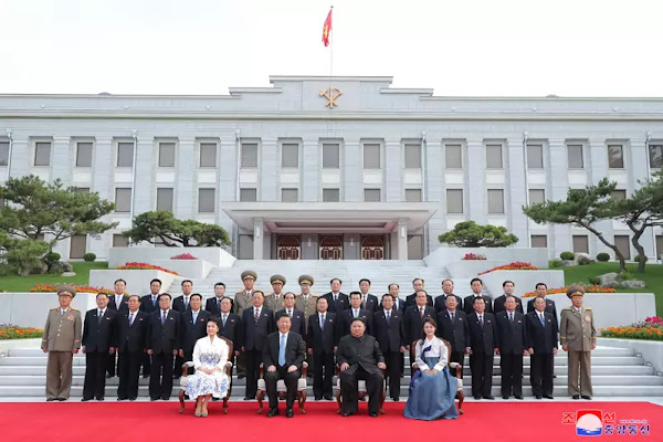 Supreme Leader Kim Jong Un and president Xi Jinping have photo session on June 20, 2019