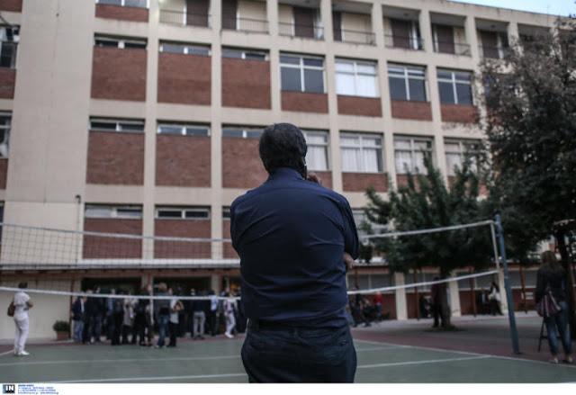 Πάτρα: Σακάτεψαν στο ξύλο πατέρα μαθητή μέσα στο σχολείο – Η άγρια επίθεση εξωσχολικών στο προαύλιο!