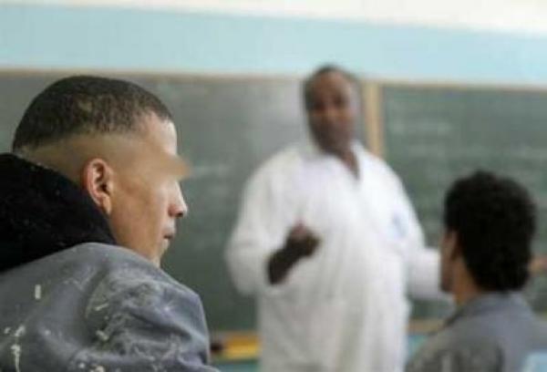 استاذ يواجه اتهاما بضرب تلميذه