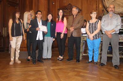 recibe el certificado Miguel Berrospi