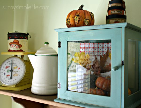 vintage coffee pot, old scale, Fall Farmhouse Kitchen Decorating Ideas