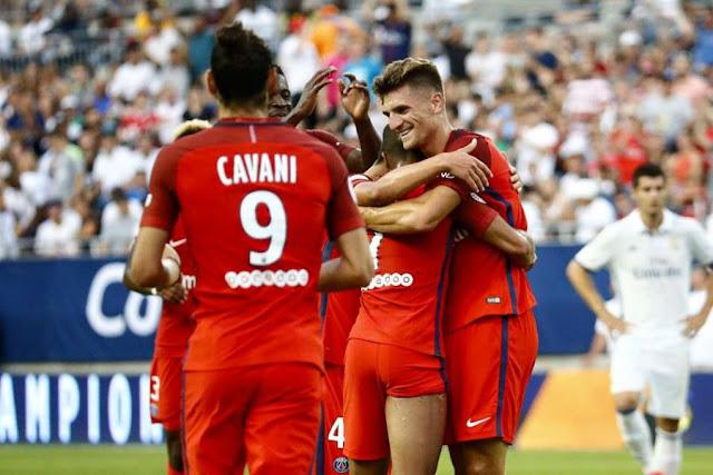 Les joueurs parisiens célèbrent la victoire du PSG 3-1 contre le Real Madrid