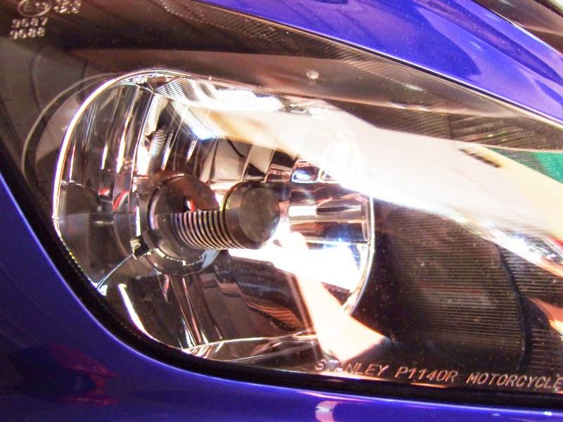 LED RIBBON(エルリボン)H4 LEDヘッドライトバルブをYZF-R1に装着