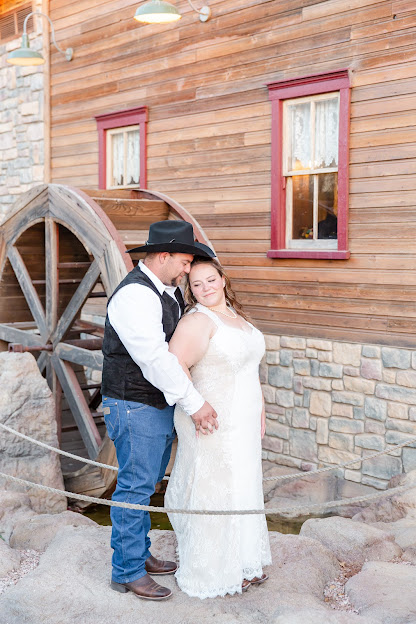 bride and groom wedding portraits at shenandoah mill