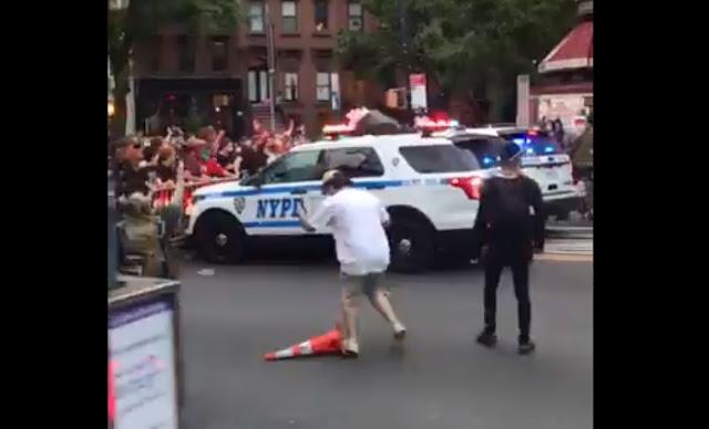 Viral di Dunia, Polisi Amerika Tabrak Pendemo Dengan Mobil Patroli