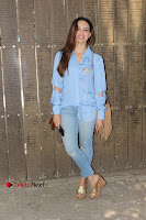 Actress Sana Khan Pos in Denim Jeans Dubbing at Her Upcoming Movie Toilet Ek Prem Katha .COM 0009.jpg