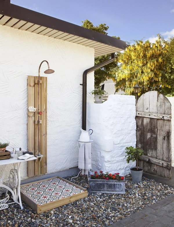 Fall In Love With Outdoor Showers - How To Build 10