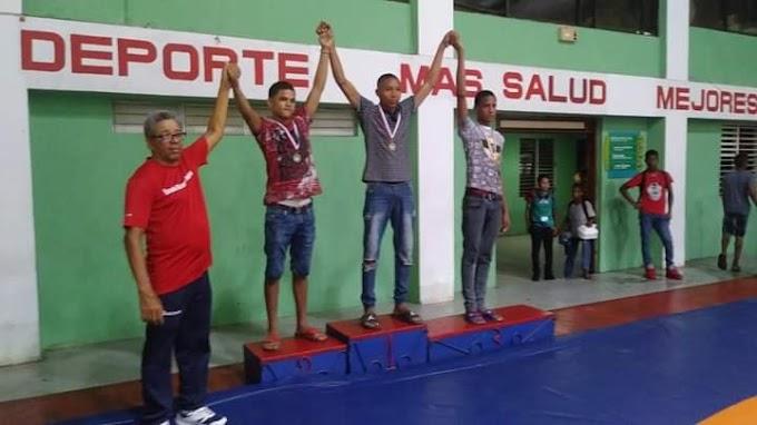 Barahona se luce en campeonato de Lucha Olímpica
