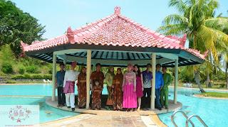 fasilitas lamaran di Sijori Resort di kolam