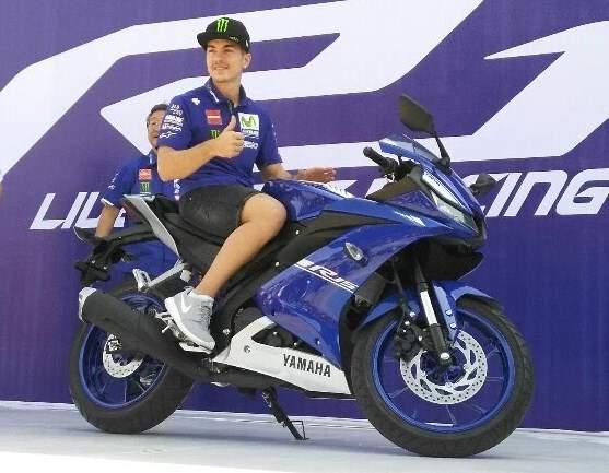 New-Yamaha-YZFR15-2017-biru