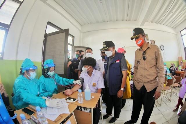 Stok Vaksin Covid-19 Di Kota Bandung Aman Hingga Dua Pekan Ke Depan ,Oded Optimis 100 Persen Hingga Akhir 2021