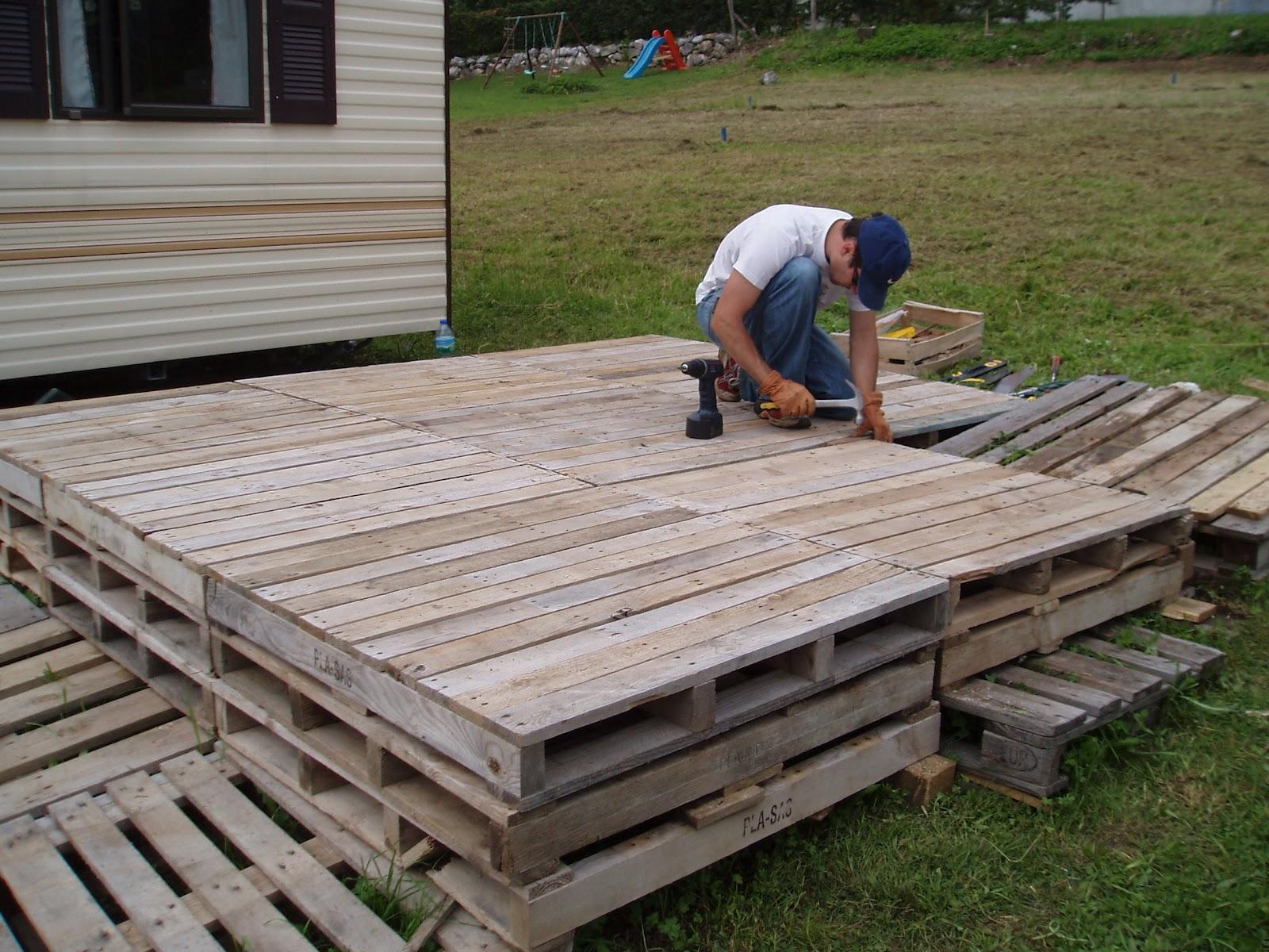 construction d une terrasse avec des palettes   nivrem faire une