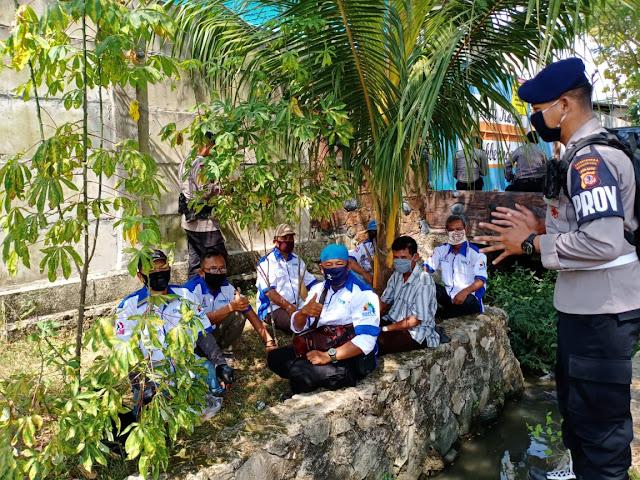 Himbau Protokol Kesehatan, Sat Brimob Polda Jabar Datangi Warga Plered Cirebon
