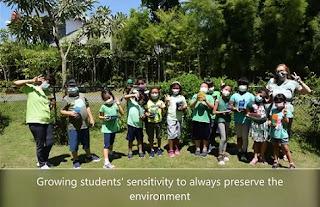 siswa yis merawat alam
