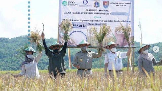 Anies Panen Raya Padi di Cilacap: DKI Bersyukur Terbantu Antardaerah