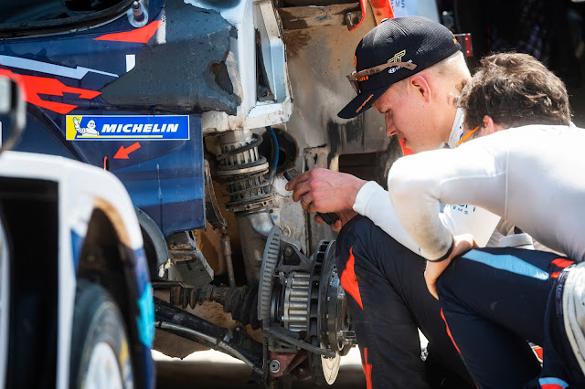 Ott Tanak trying to fix his Rally Car suspension after crash on Rally Mexico