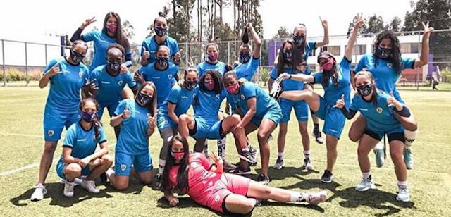 Las jugadoras de Dragonas IDV celebran su primera victoria | Foto: Prensa Dragonas IDV |