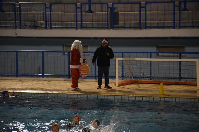 Ο Άι Βασίλης πέρασε και από το κολυμβητήριο Ναυπλίου
